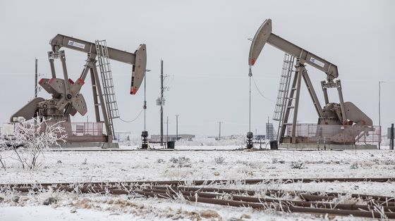 Brent Oil Advances Above $65 for First Time Since January 2020