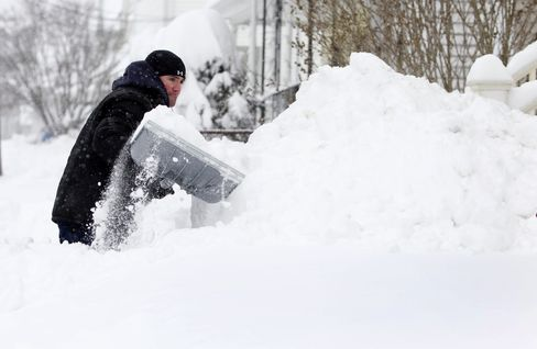 Blizzard Rips Through U.S. Northeast as Homes Suffer Power Loss