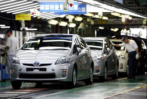 Toyota Forecasts Profit Will Double, Highest in 5 Years