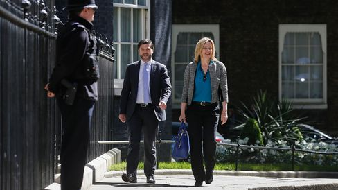 Amber Rudd, U.K. energy secretary, right, and Stephen Crabb, U.K. secretary of state for Wales, arrive for the first weekly cabinet meeting of the new Conservative government in London, on May 12, 2015.