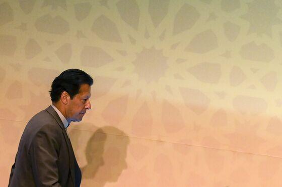 Pakistan Prime Minister Imran Khan Tests Positive for Virus