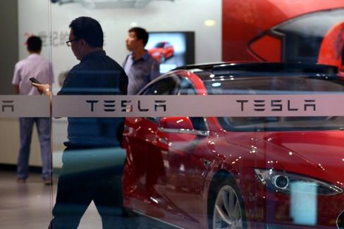 Tesla in China: Slow Sales Acceleration and a Brand-Name Dispute