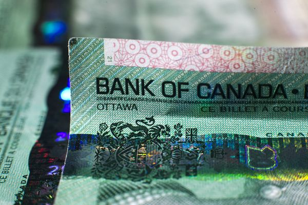 Canadian Dollar Rises As Gain In Stocks, Commodities Buoys Risk