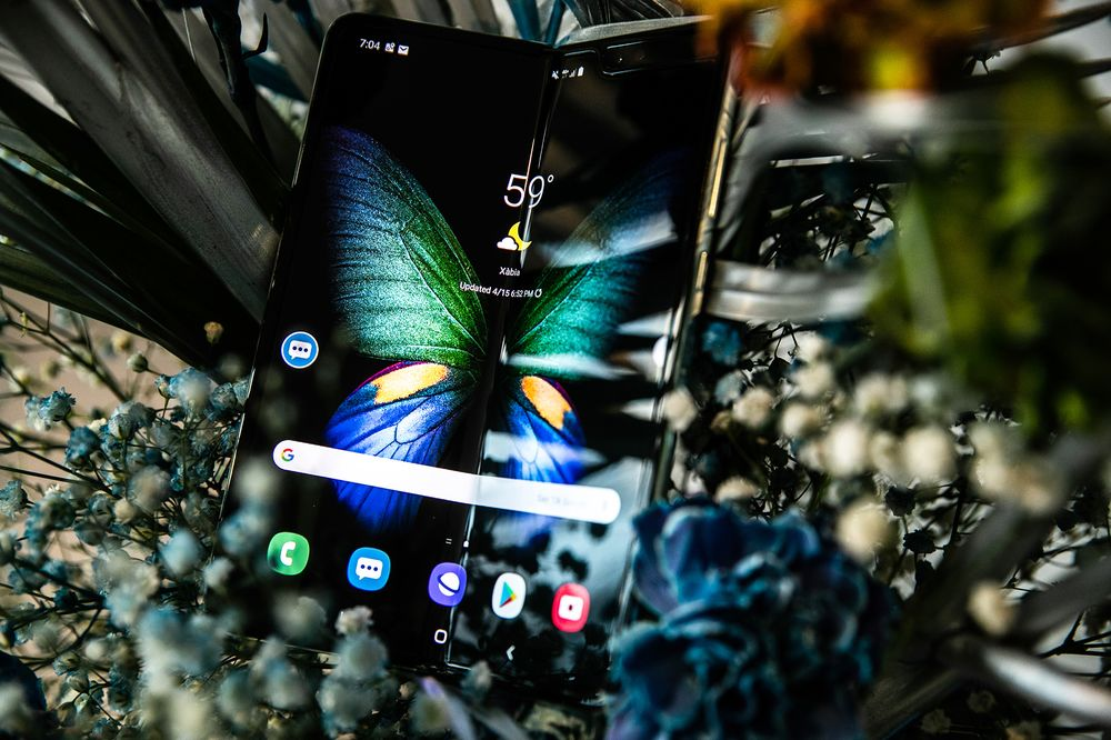 Samsung to Delay Launch of Galaxy Fold Phone, WSJ Reports