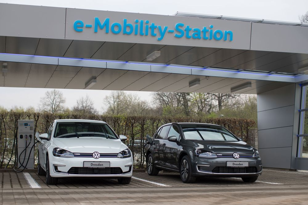 relates to No One Else Built Charging Stations, So Automakers Will Do It