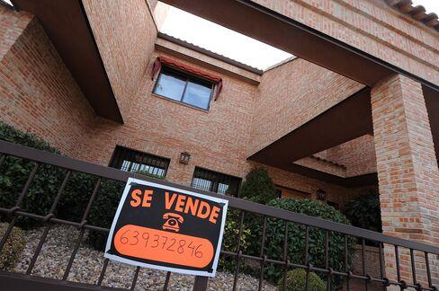 Spain Foreclosures Spread to Wealthy as Savings Drop