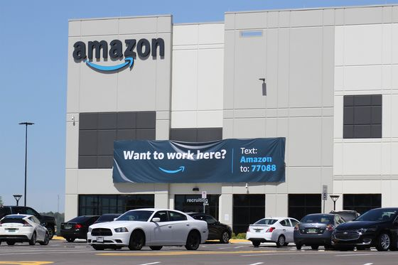 Amazon Ratchets Up Anti-Union Pressure on Workersin Alabama