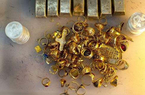 Gold Falls in 'Manic' Plunge as Bernanke Damps Stimulus Bets