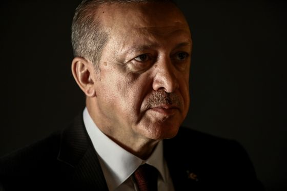 Erdogan Rebuffs Trump Sanctions Vow on Detained U.S. Pastor
