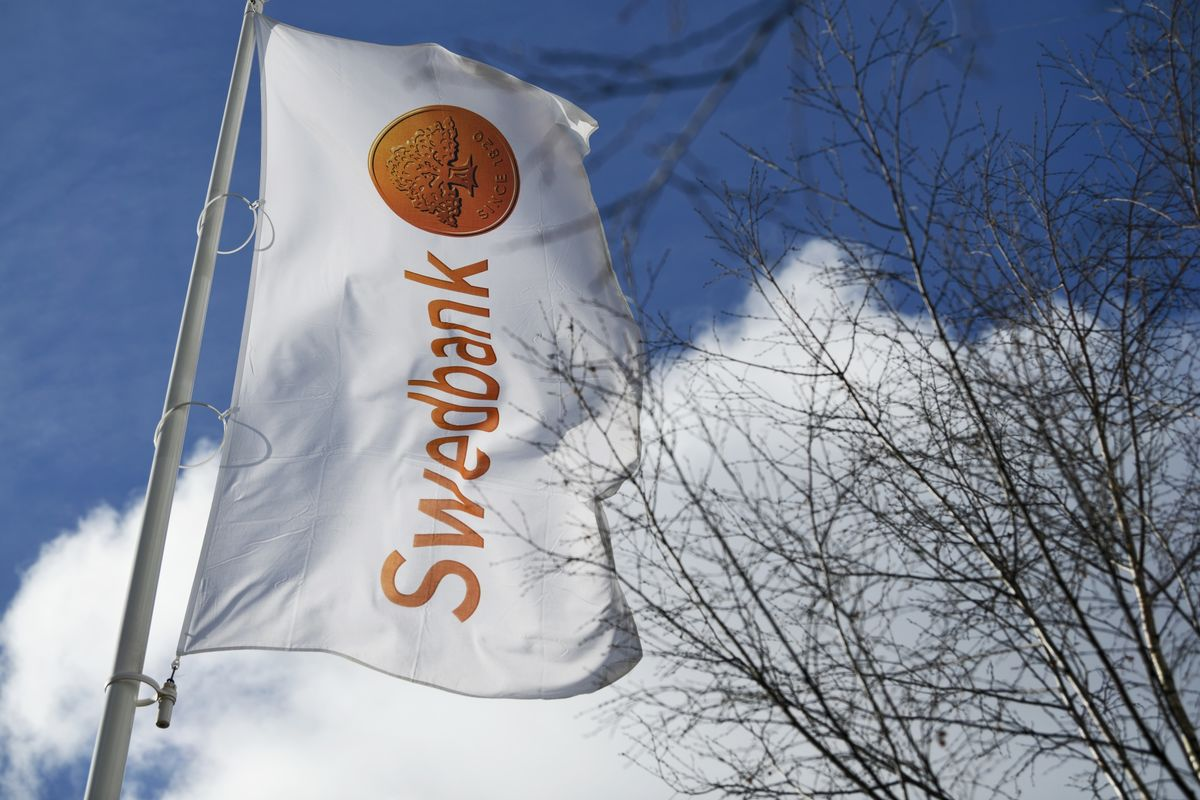 Bonuses Axed for Top Swedbank Managers Amid Dirty-Money Probe