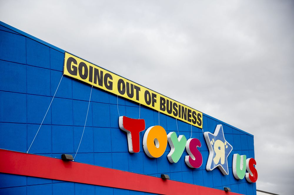 Toys R Us Brand Auction Delay Means Santa May Not Come To Town