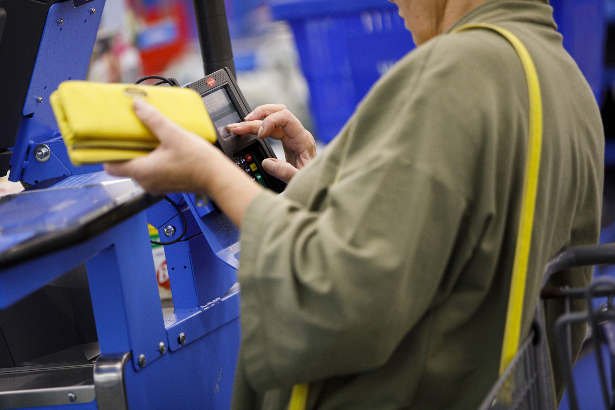 Walmart Weighs a Bid From Capital One for Credit Cards
