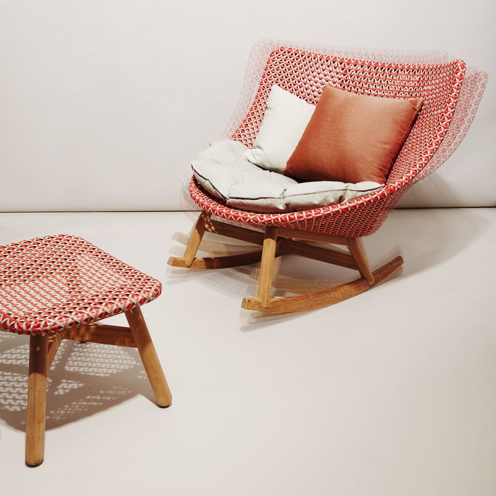 Peachy Dedon Mbrace Chair Summer Furniture That Rocks Bloomberg Caraccident5 Cool Chair Designs And Ideas Caraccident5Info