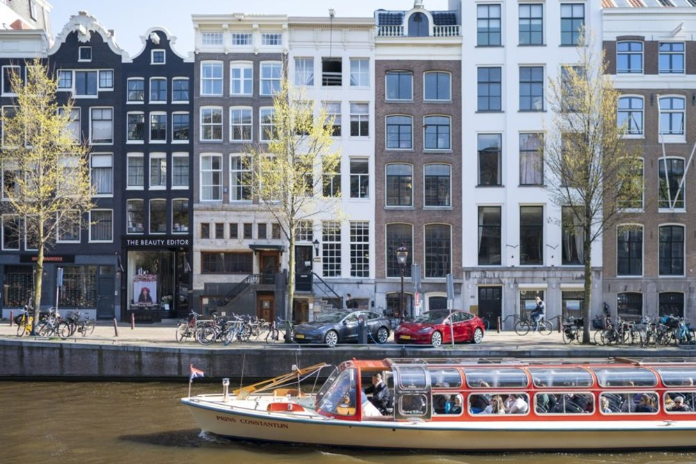 The History of Amsterdam's Canal Houses - Bloomberg