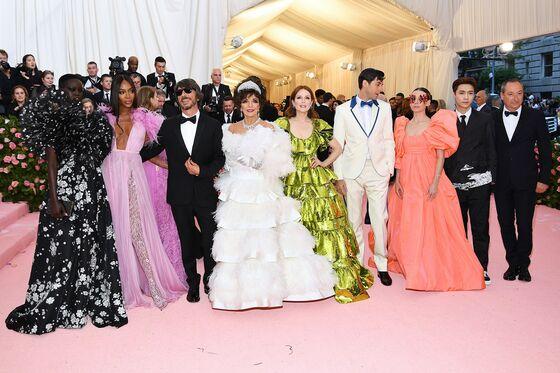 Jeff Bezos Keeps Up With the Kardashians and Schwarzman Shines at Met
