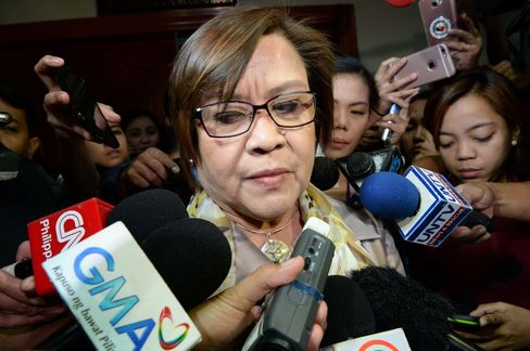 SC asks De Lima, SolGen to submit memos on 'test case'
