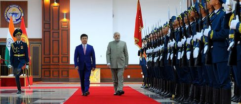 Indian Prime Minister Narendra Modi and Kyrgyz Prime Minister Temir Sariev walk past a guard of honor during a welcoming ceremony in Bishkek, Kyrgyzstan on July 11, 2015.