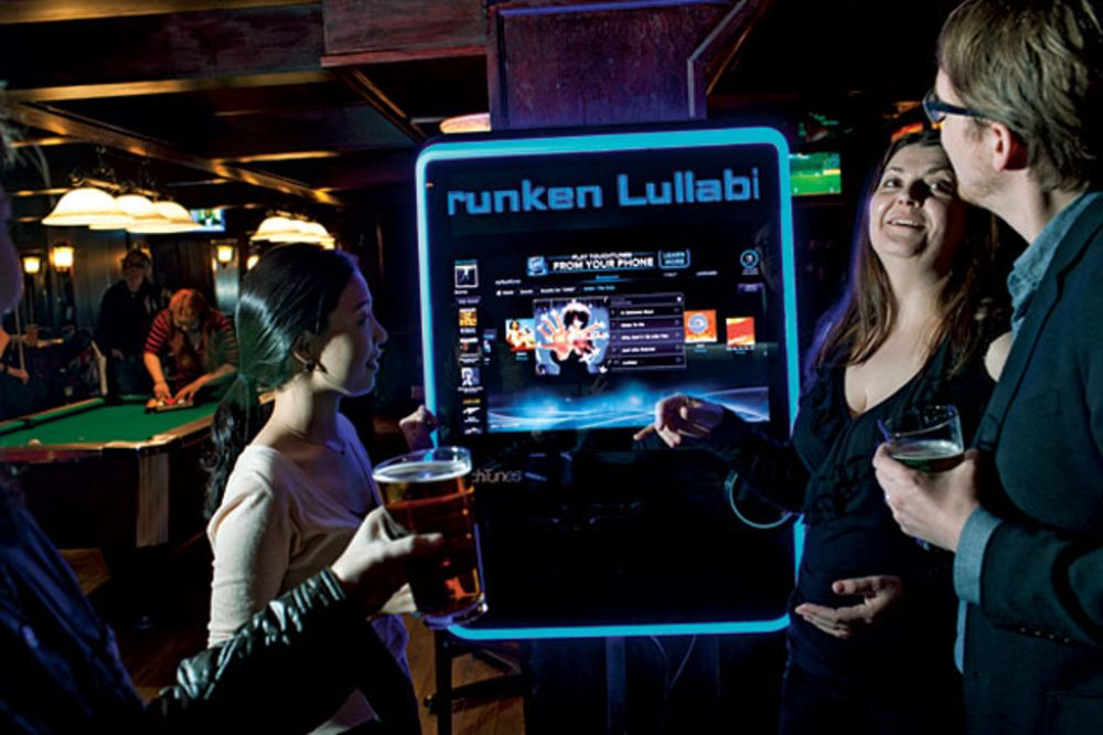 The Rise of the E-Jukebox - Bloomberg