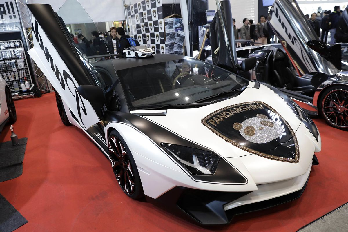 Custom Cars Dazzle At Tokyos RidePimping Extravaganza Bloomberg - Sports car shows near me