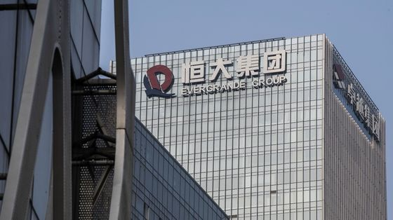 Evergrande Shares Halted Amid Report of Unit Stake Sale