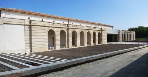 Château Marquis d'Alesme's exterior