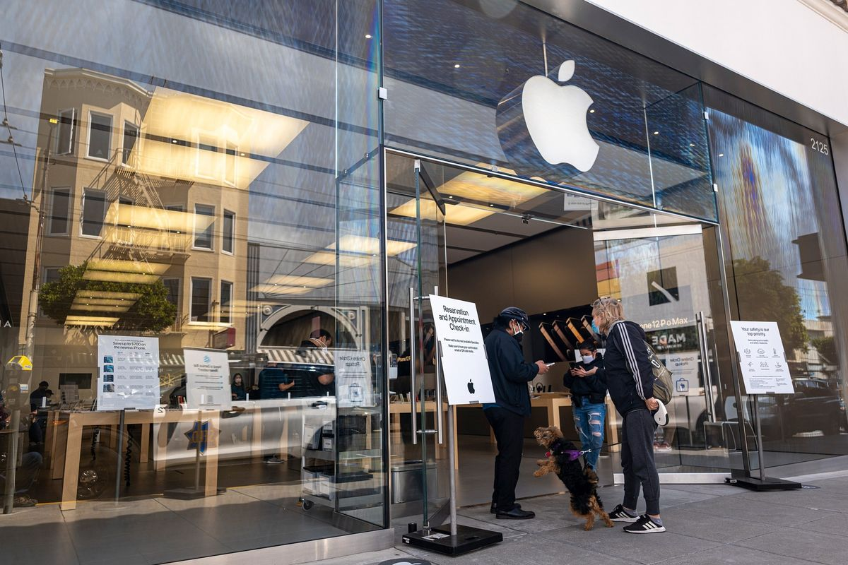 Apple Stores Keep Mask Mandate as Company Evaluates Measures
