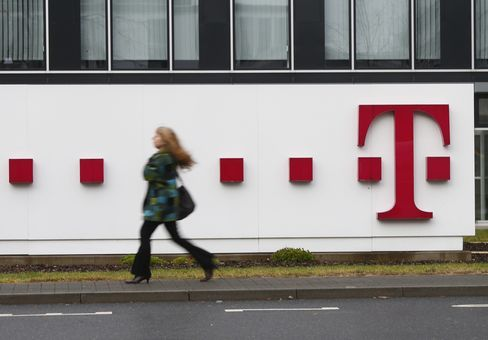Deutsche Telekom Tops Sales Estimates as U.S. Client Exodus Ends