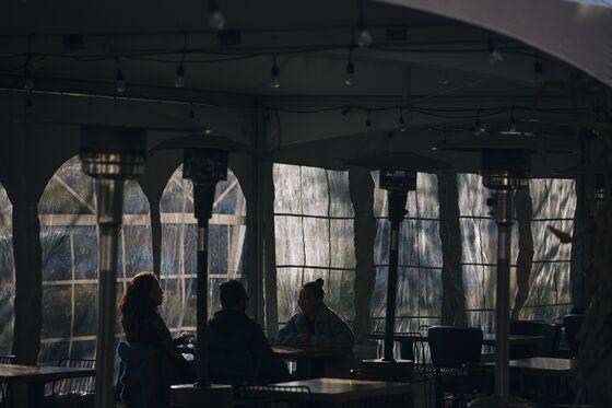 Indoor Dining Goes Dark Across U.S., Deepening Restaurants' Pain