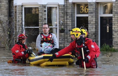Rescuers assist members of the public as they are evacuated from the Queens Hotel in York city centre Dec. 27, 2015.