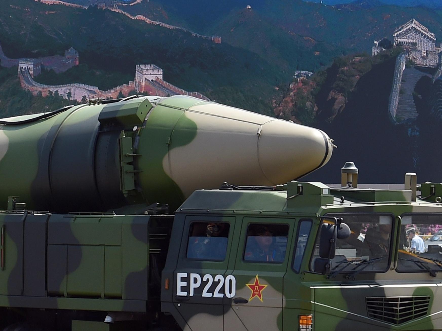 近づくなと米空母に警告-中国のミサイル発射、米軍基地もけん制か ...