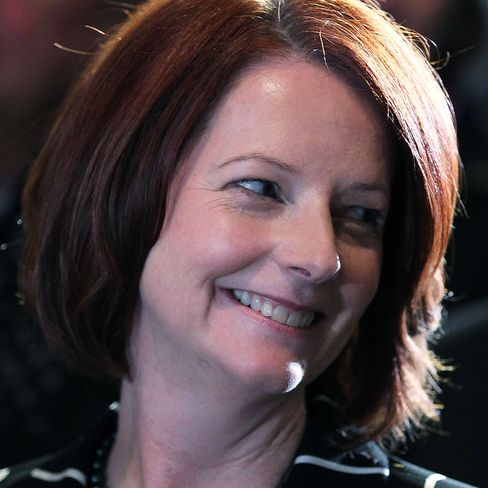 Gillard shows cleaning government isn't just for men