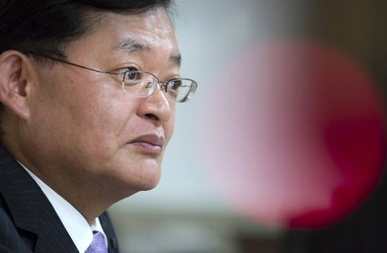 Toshiba CEO Losing Support Among Employees, Poll Finds