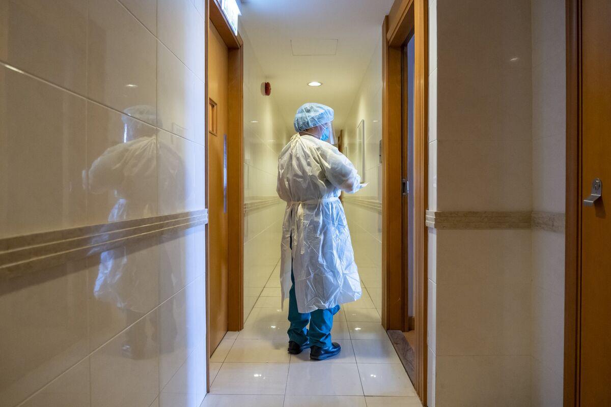 <p>Hong Kong Considers Shorter Quarantine for Some Vaccinated Travelers thumbnail