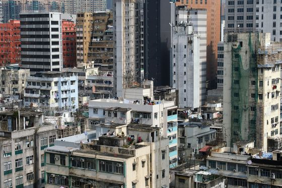Hong Kong Imposes First Covid Lockdown in Kowloon Area