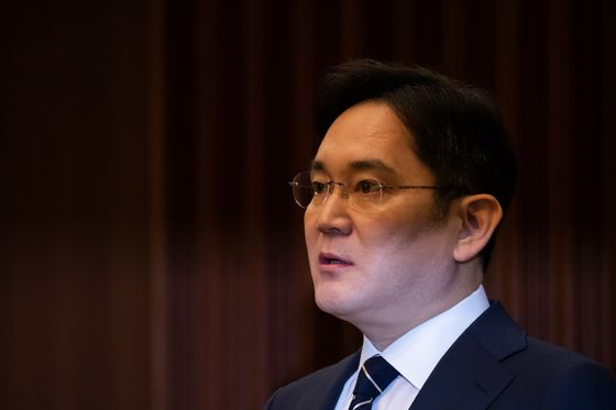 Samsung Heir Summoned for Questioning in Succession Probe