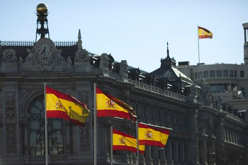 Spain Beats Maximum Target at Bond Sale as Borrowing Costs Fall