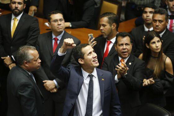 Anti-Maduro Town Hall Meetings Are Popping Up Across Venezuela