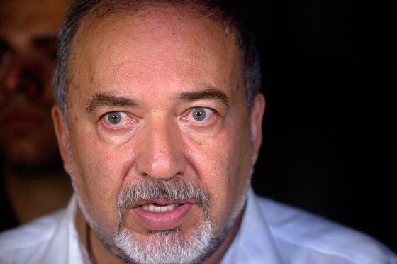 Israel's Defense Minister Quits, Calls for Early Elections