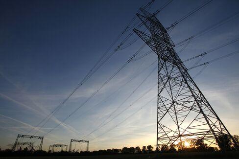 Savers Push $374 Billion U.S. Utility Industry to Shift: Energy
