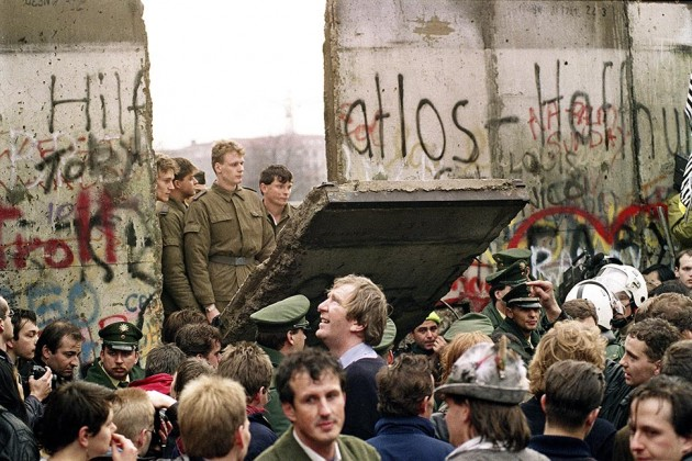 the fall of the iron curtain in the 1990s essay