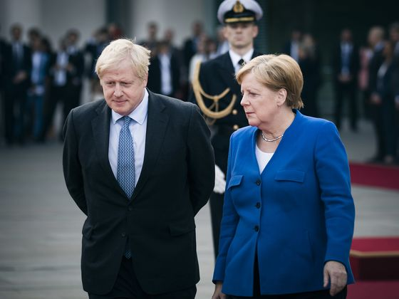 Johnson Lays on Royal Welcome for Merkel on Her Final U.K. Visit