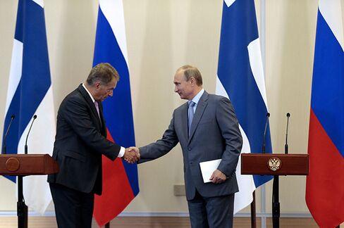 President Sauli Niinistoe and President Vladimir Putin