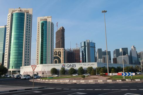 Qatar Targets AAA Credit Rating as Non-Oil GDP Expands