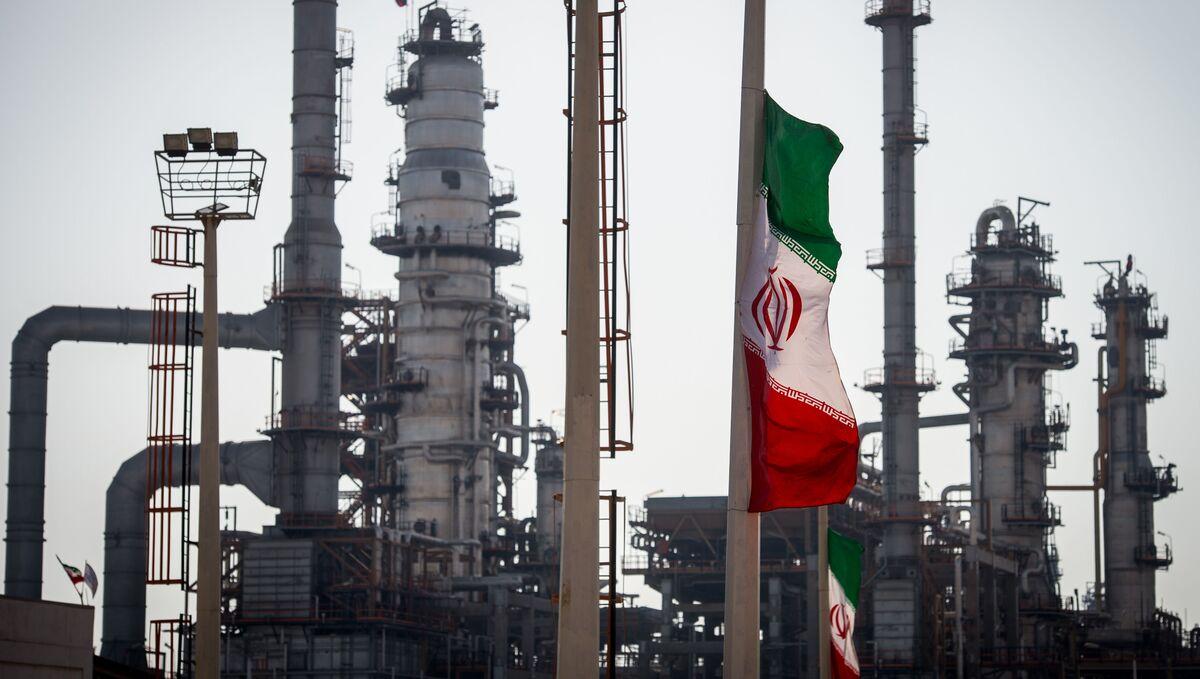 Saudis Plan Cautious Response to U.S. Action on Iran Oil