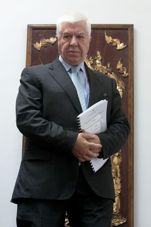Portugal's Finance Minister Fernando Teixeira dos Santos