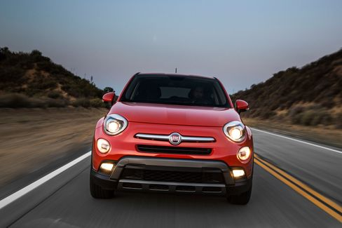 The 2016 Fiat 500X has a 180-hp, 2.4-liter four-cylinder engine. A multimode system provides three settings for driving.