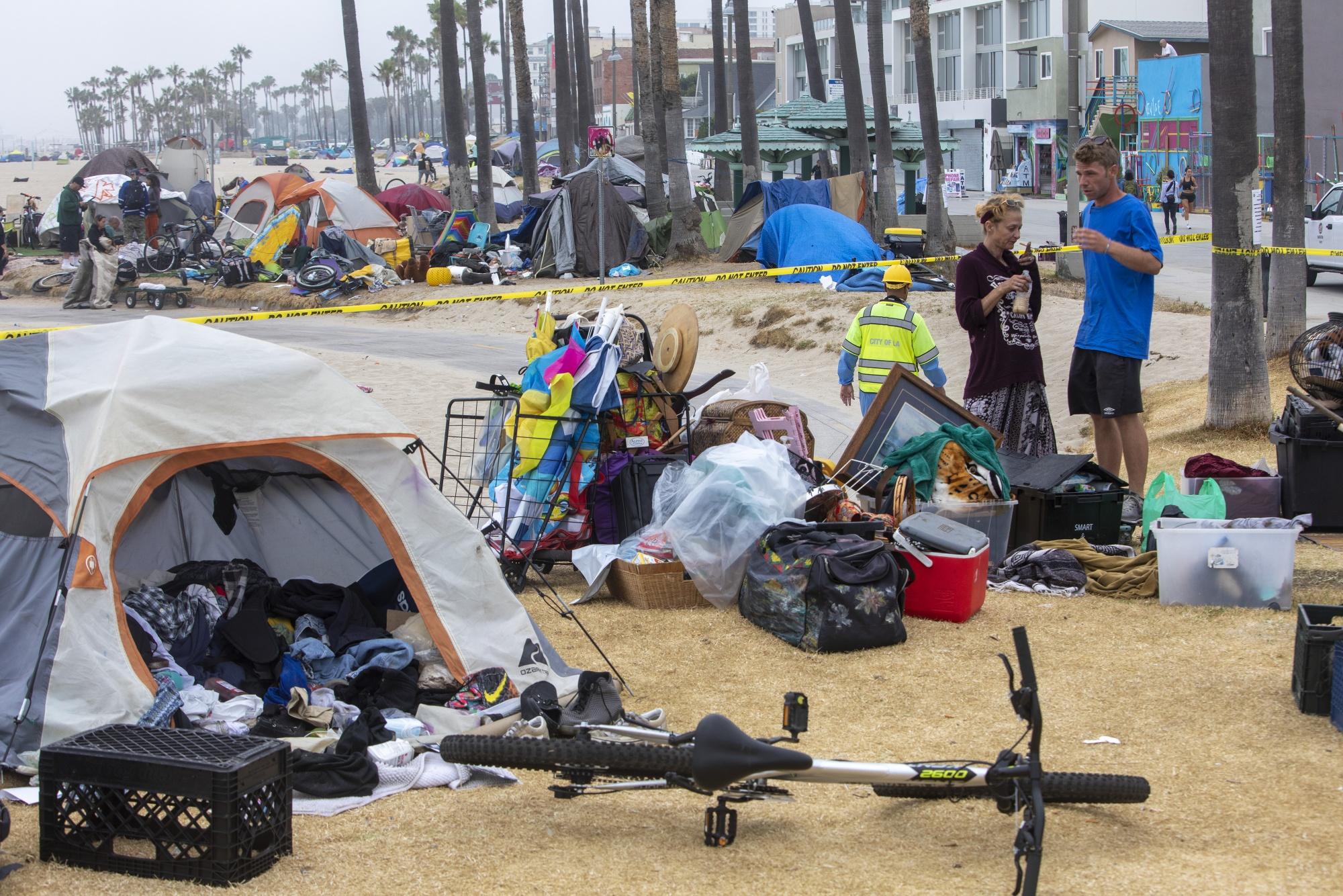 洛杉矶县拆除威尼斯海滩无家可归者营地
