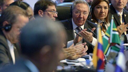 Cuban President Castro applauds U.S. President Obama