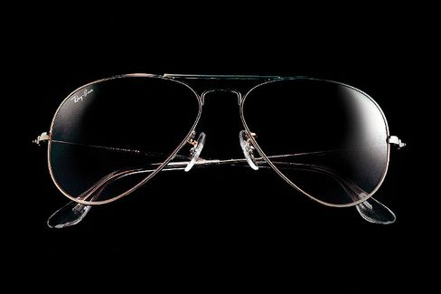 Luxottica, Rich on Ray-Bans, Sees Nothing to Fear in Warby Parker