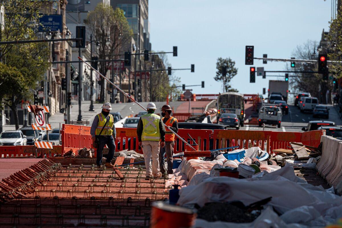 GOP Senator Floats $900 Billion Trimmed Infrastructure Spending thumbnail